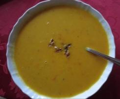 Kürbissuppe mit Walnüssen