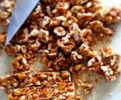 karamelisierter Erdnuss Gugelhupf