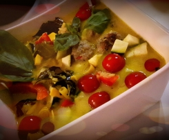 Grünes Curry mit Hackbällchen und Reis