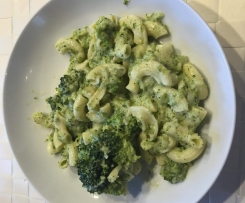 Nudeln mit Frischkäse-Brokkoli-Soße