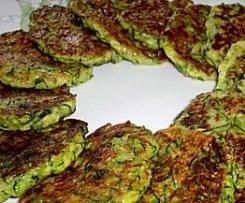 zucchinipuffer mit Schafskäse Dip