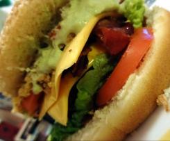 Chili-Cheese-Burger mit Guacamole