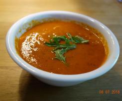 Tomaten-Paprika-Cremesuppe mit Ruccola