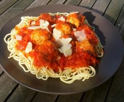 Hackbällchen in Tomatensoße mit Spaghetti