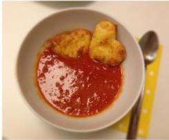 rotes Valentinssüppchen mit Parmesanherzen