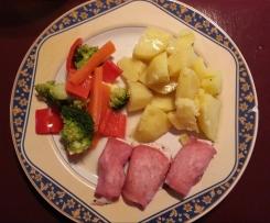 Hähnchenbrust im Schinkenmantel mit Kartoffeln und