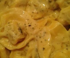 Nudelsauce mit Käse und Kräutern
