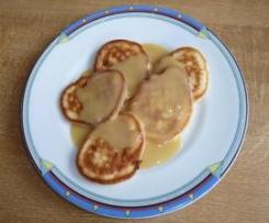Hefepfannkuchen mit Butterscotch-Sauce