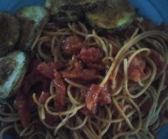 Frische fruchtige Tomatensoße vegan mit Spaghetti