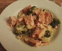 Pasta mit Broccoli, Möhren und Lachs