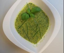 Variation von Rucola-Löwenzahn-Cremesuppe
