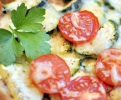 Verlockende Zuccini-Tarte an Kirschtomaten