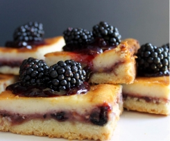 Limetten Cheesecake mit schwarzen Beeren