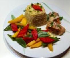 Rote Curry Fischröllchen (scharf) mit fruchtigem Gemüse und duftendem Reis