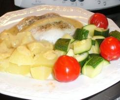 Seelachfilet an Kartoffel und Zucchini mit Käse-Senf-Soße