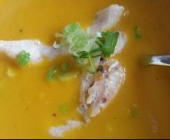 Möhrensuppe mit Curry und Kokosmilch