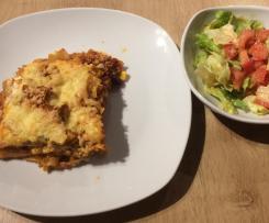 Nacho Lasagne mit Tomaten-Eisberg Salat