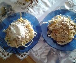 Bandnudeln mit Pfifferling-Rahmsosse mit chili und Parmesan