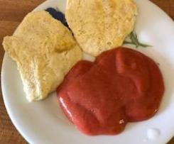 Topfen ( Quark ) Nockerl mit Mus (süßsauer) aus Rhabarber und Erdbeeren