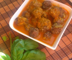 Kofta (Hackfleischbällchen) mit würziger Tomatensoße