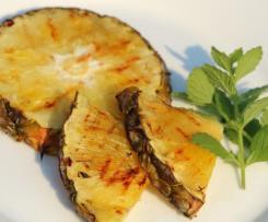 Gegrillte Ananas mit Minzzucker