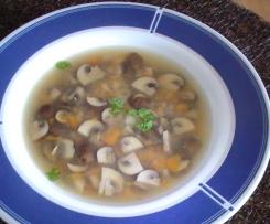 Schmackhafte Pilzsuppe mit Champignons