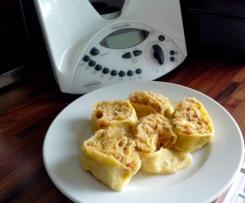 Nudelrolle gefüllt mit Speck und Sauerkraut