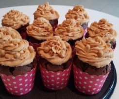Schokoladen-Himbeere-Erdnuss-Cupcakes
