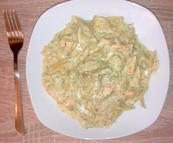 Nudeln mit Lachs in Dill-Sahnesoße