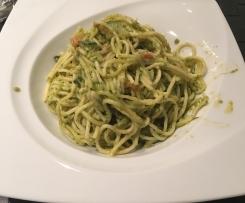 Spaghetti mit Basilikum Pesto und Gemüse