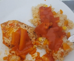 Putenschnitzel mit Karottenreis und Tomatensoße