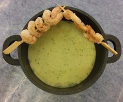 Kresse-Wasabi-Suppe mit Garnelenspießen