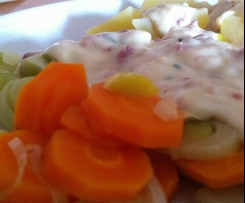 Kohlrabi-Karotten-Lauch-Gemüse in Schinken-Käse-Soße