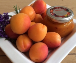 Aprikosenmarmelade mit Lavendelblüten