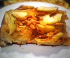 Apfelkuchen mit Rosmarin-Honig Topping