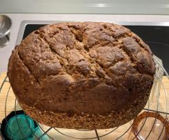 Roggen-Sauerteig-Brot mit Körnern