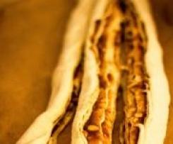 Osterzopf mit Zimt, Marzipan und Walnüssen