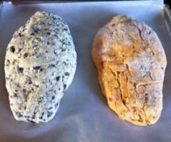 Brotvarianten mit Feta und Zwiebeln oder mediterran