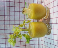 Ananas-Mango-Sellerie-Smoothies
