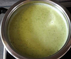 Brokkoli-Zuchinicremsuppe