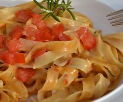 Tagliatelle in Tomaten-Rosmarin-Soße