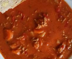 Tomatensuppe mit Hackfleisch Puszta