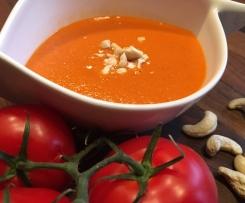 Geröstete Tomatensuppe mit Cashewnüssen
