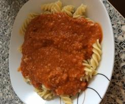 Penne in Tomaten-Frischkäse-Soße mit Hackfleisch