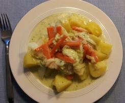 Chinakohl und Möhrenstreifen mit Kartoffeln an Kräutersauce