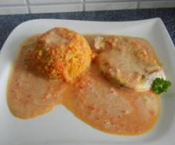 Gelbreis mit Gemüsesoße und Hähnchen-Minutenschnitzel
