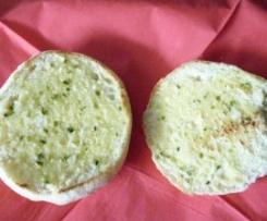 Bolo do caco ; Traditioneller Teigfladen aus Madeira mit Knoblauchbutter