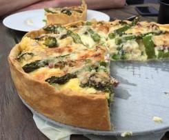 Quiche mit grünem Spargel und Brokkoli
