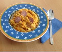 Möhren und Kartoffeln untereinander / Möhrengemüse mit Mettwürstchen