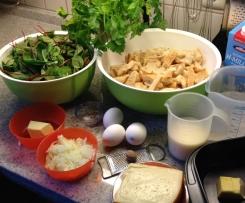 Semmelknödel-Auflauf mit Spinat und Mangold
